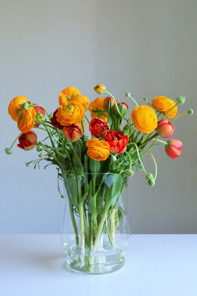 Ranunculus and tulips from the flower market - Cloverhome.nl
