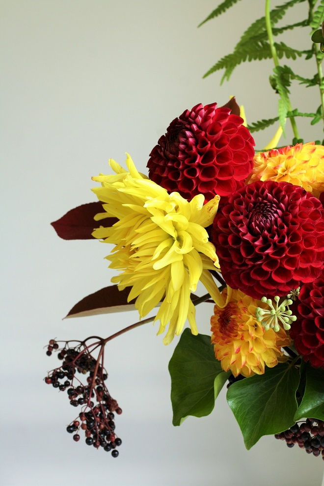 How to make a dahlia bouquet, fresh from the garden - Cloverhome.nl
