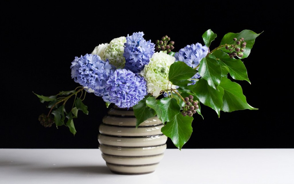Make a spring flower arrangement of purple hyacinths and white ranunculus, with step-by-step instructions.
