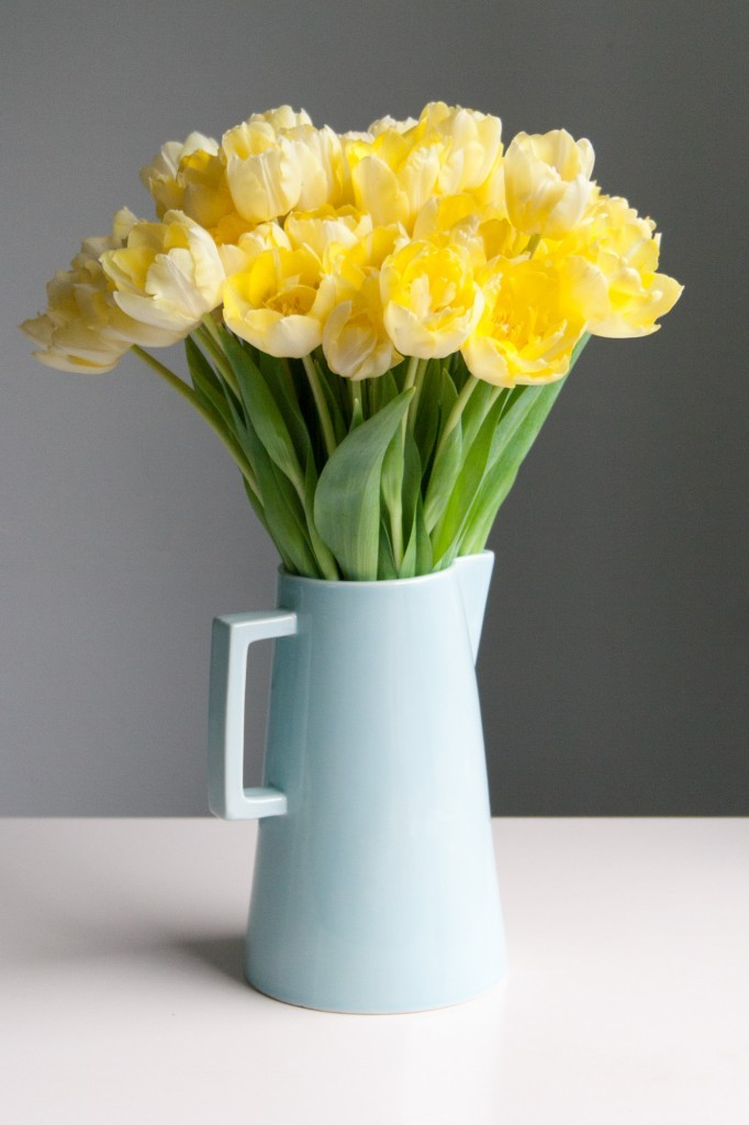 5 reasons to grow your own flowers: tulips in a jug - Cloverhome.nl