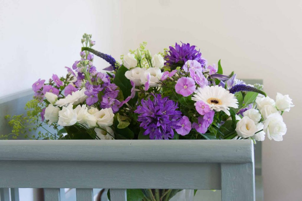 Mixed flower bouquet in shades of purple and violet - Cloverhome