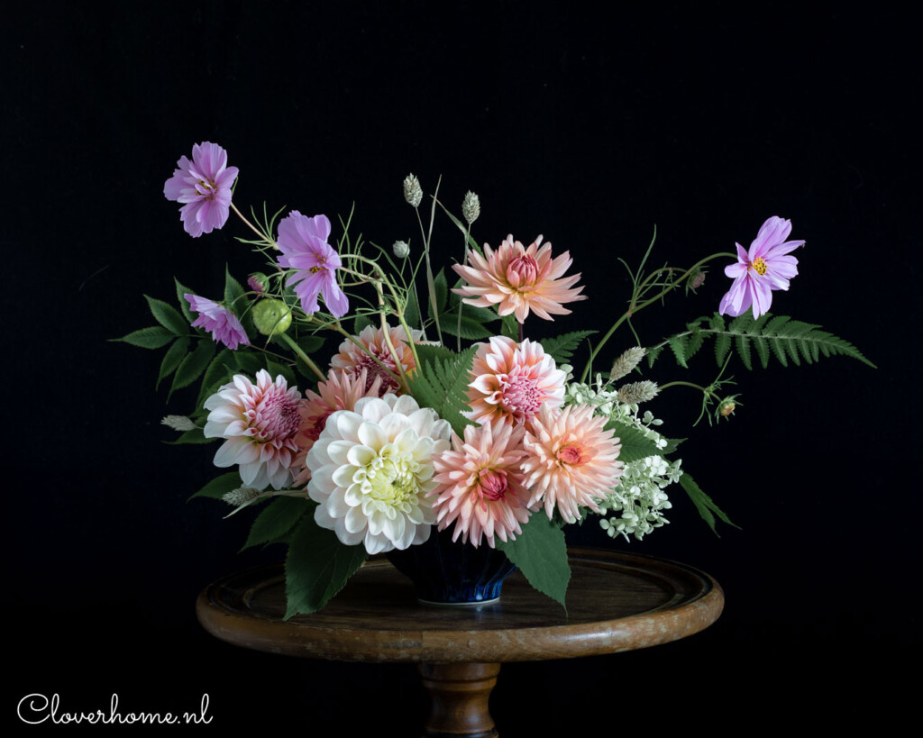 Pink and peach flower arrangement with dahlias Sweet Nathalie, Preference and Peaches n' Cream - Cloverhome.nl